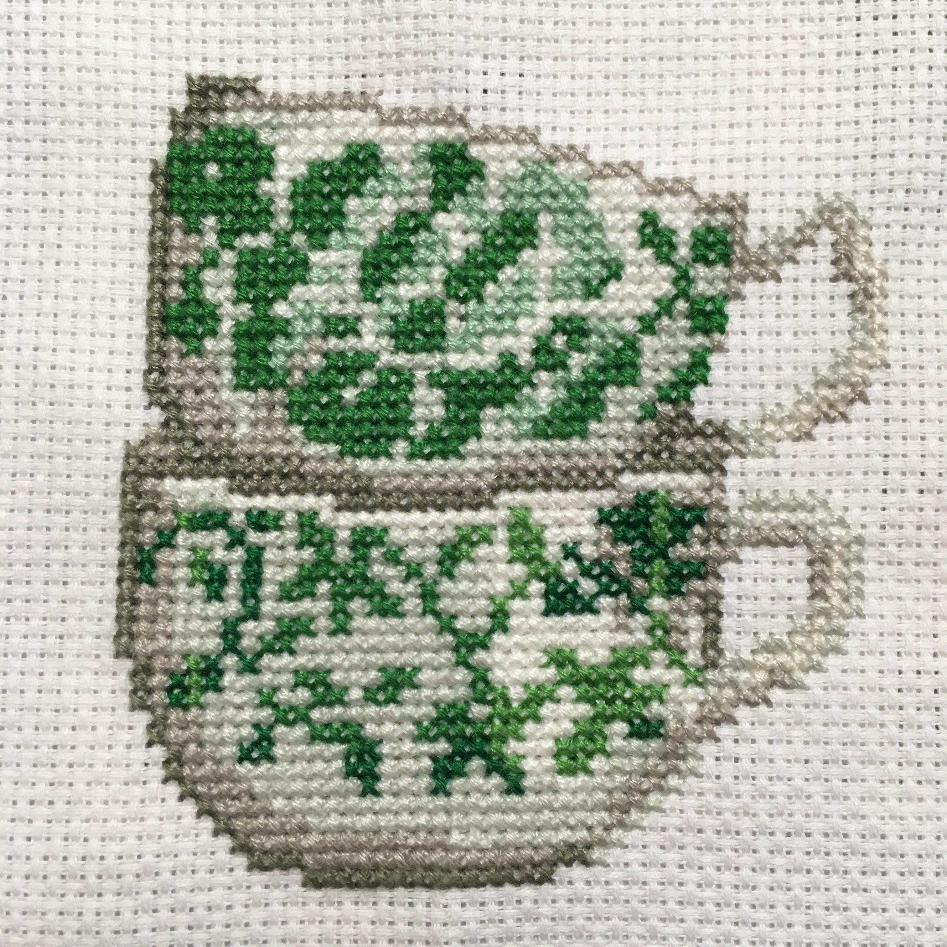 カップの刺繍完成(クロスステッチ課題)