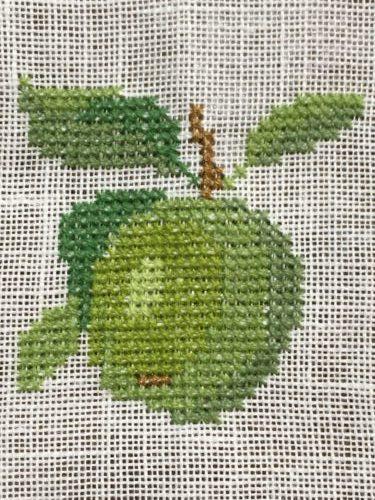 フレメの花糸を使って青りんごを刺繍しました。