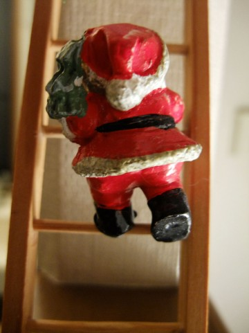 クリスマスに向けての刺繍を急がねば!!