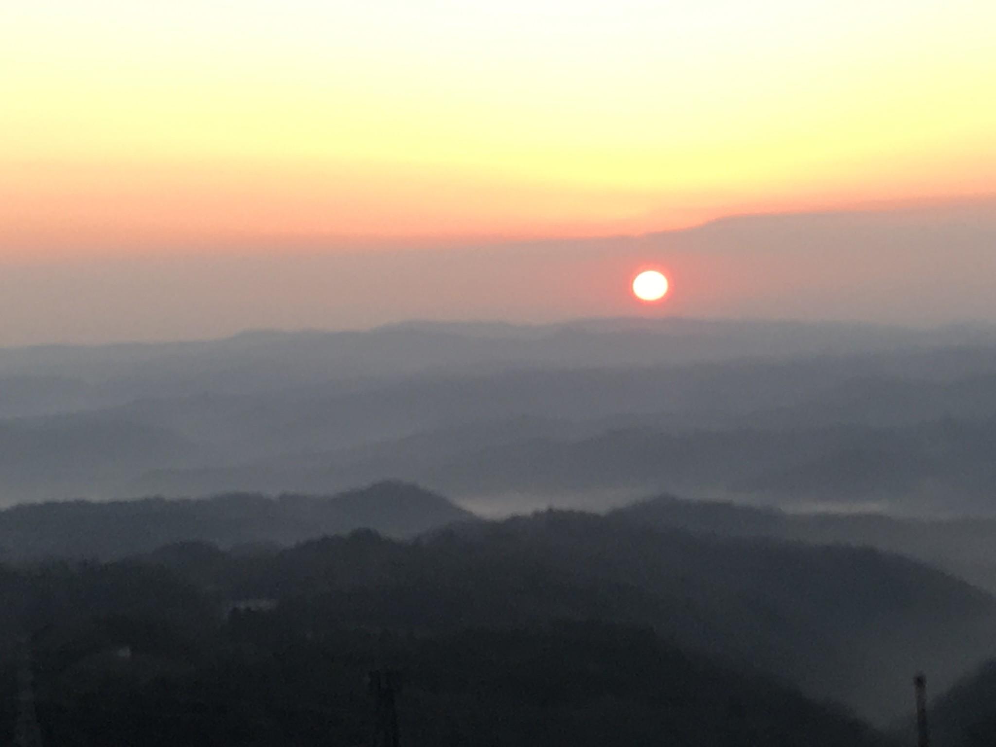 岡山県高梁市の弥高山で初日の出が綺麗でした。
