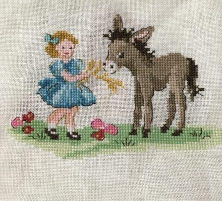 ヴェロニク・アンジャンジェさんの図案よりロバと女の子を刺繍しました。