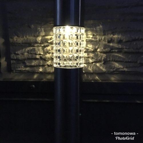 ダイソーのソーラーライト(216円)で柔らかな灯りができました。
