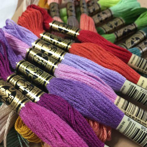 パンドラハウスさんで刺繍糸10束540円でした。